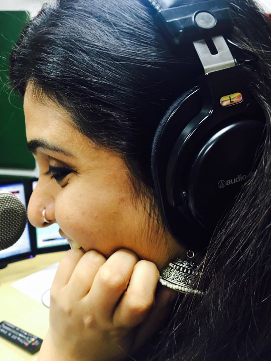 When The Jhumka does the Talking ! Tune in to Mirchi 98.3 and make your morning soothing listening to Meethi Mirchi Nehal 😍