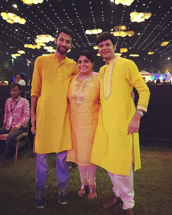 Hi Amdavad Rockstars @niralimac25 @rjdhvanit @paavanshukla #mirchirockndhol #powerteam