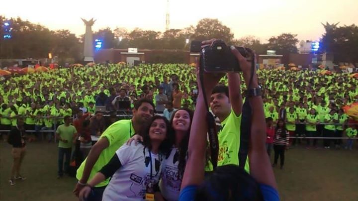 A throwback to the Fantastic Neon Run 1 !!  All excited for the NEON experience 2 tonight with My Mirchi Gang !!  See you today at the Merriment lawns 4pm sharp !  Let's glow together !
