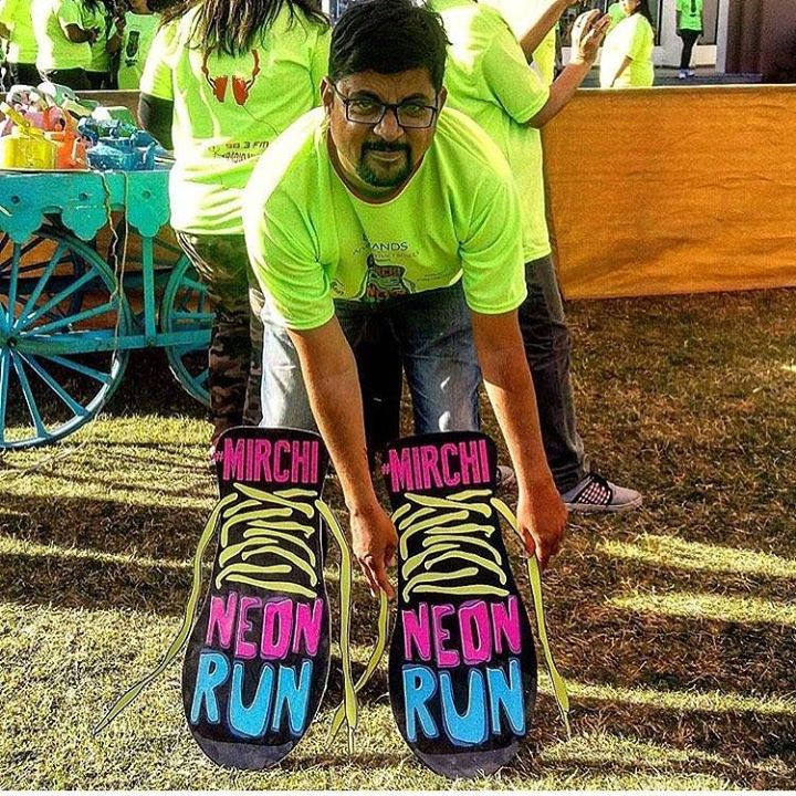 How Cool An Amdavadi @devilsmessenger came in all Neon Mode ! #mirchineonrun