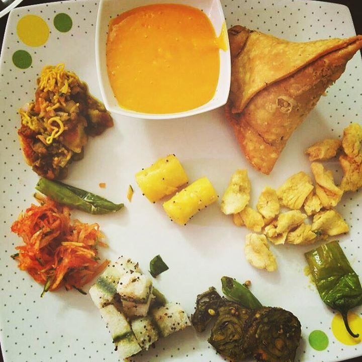 #aurjeenekokyachahiye #sundaybinge  What will you eat first out of these ? 😜
