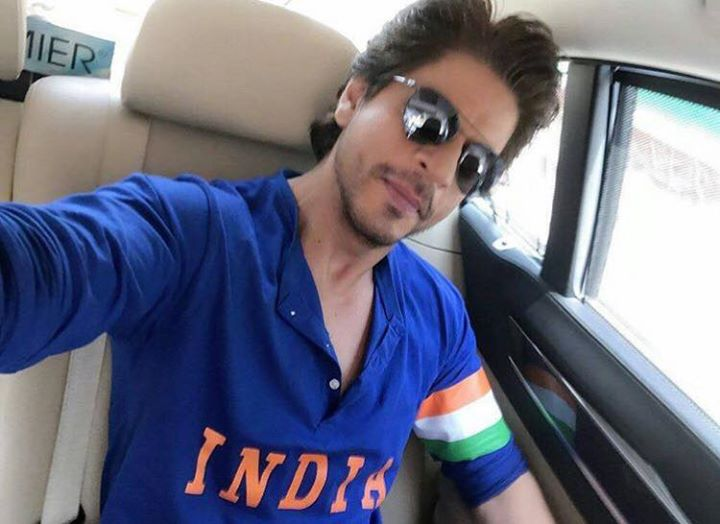 How Cool is that now ! #indvspak SRK supporting Team India