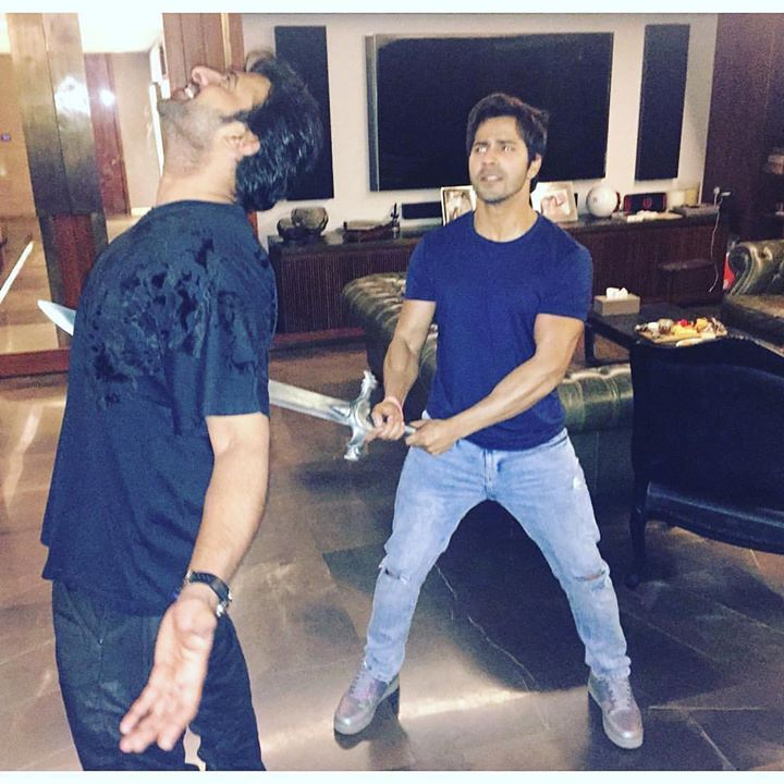Only 2 people in the history of the world have managed to do this. One is #katappa and the other one is @varundvn #amarendrabahubali  #prabhas at KJO's House las night.