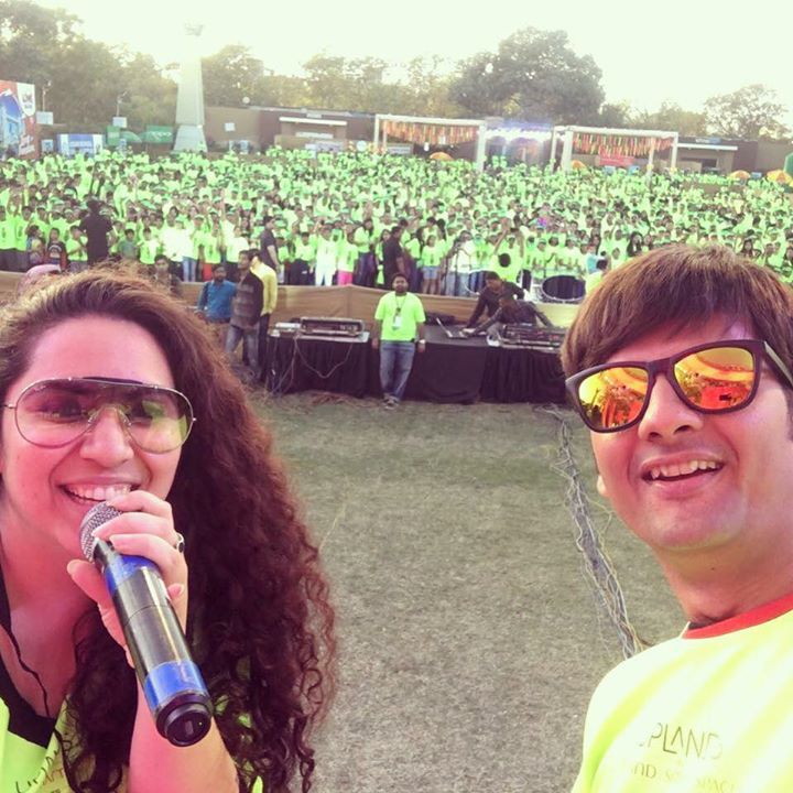 That's how it was Last Year ! Get Set Glow with @dhvanitthaker We are ready to make it large with season 3 of Mirchi Neon Run !  24th Dec Kensville Golf Academy  Night Run of 4kms and After Run EDM Party 🎉  Click on the link and get your tickets booked   https://in.bookmyshow.com/sports/mirchi-neon-run-ahmedabad