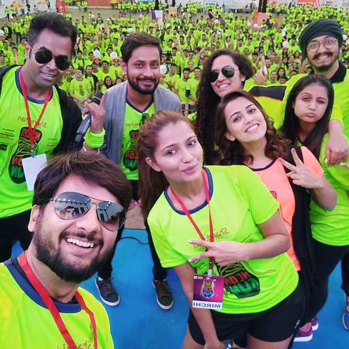 Absolutely Neon-ized !!  Mirchi RJ Dhvanit, Kunal, Ruhaan, Vashishth and Yours Truly Mirchi Love's Ekta  With the super team from Gujarati Film Fraternity Aarohi Patel, Esha Kansara & Bhakti Kubawat Together At Mirchi Neon Run season 3   More updates to follow !  Your timelines will be NEON for few hours 😎♥️ #mirchineonrun