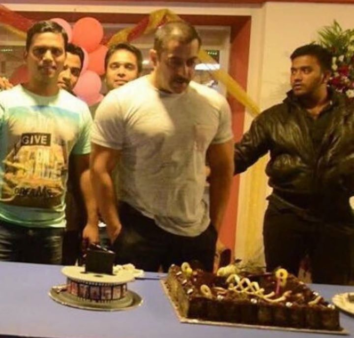 Last Night at Panvel Farm with friends and family!! #happybirthdaysalmankhan expression juo :p