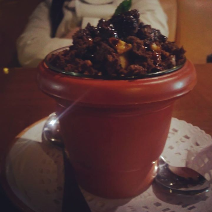 Hot Chocolate Fudge with Caramelized Cashews ... Aaj ka Meetha ... After lunch #meethimirchi #Delhibelly #delhifood