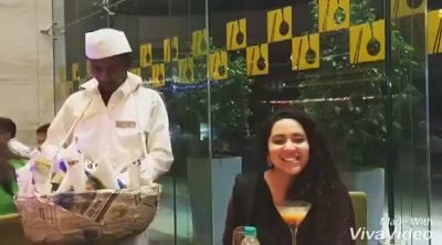Beginning with the Channa Chor Garam ! Teekhi Mirchi - Meethi Mirchi 😈 #mumbaistreetfoodfestival