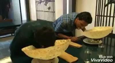 Hunt ! Sabse Bada Foodie - At Havmor Gurukul. 2 Amdavadi Men were given the yummy Karaari Rumaali to be eaten within 2 mins 🙈😹