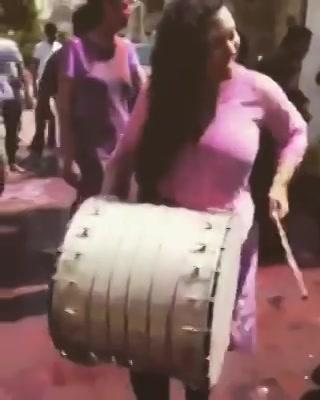 Aawaaz Toh Honi Chaiye Na 😎  #holi2017