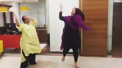 When @thedance_company Founder Rupali Khanna enters Mirchi Office!! This Happens !!  So she taught me some super awesome Garba steps to groove this Navratri...  now m looking for a Raees/ Partner to do this