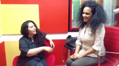 When the amazing @rakshabharadia entered Mirchi Love Studios this morning.  A conversation filled with how Relationships in 2017-2018 are. Her website @thewisebonobo and much more !