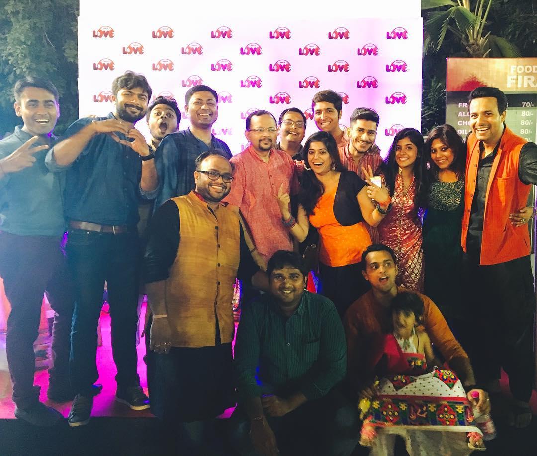 That's how we welcome !! Inna Saraaa Love in one frame ???? Team Mirchi Love 104 FM