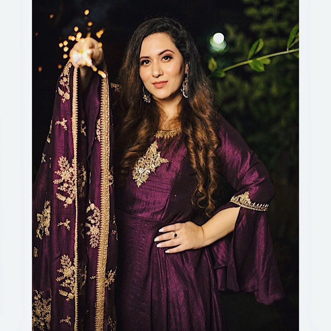 Jambli is what I call this shade. What will you call ? Purple ? Magenta ?😈🧞‍♀️🦄☂️🔮💜🚺 Share your parampara ka swag with us and get a chance to win exciting prizes from @deepkalaheritage  How to participate?  1. Post Insta story where you are showing your parampara ka swag, Indian Traditional Picture!  2. Tag @deepkalaheritage and me @ektainlove in your Insta story.  3. Use hashtag #ParamparaKaSwag