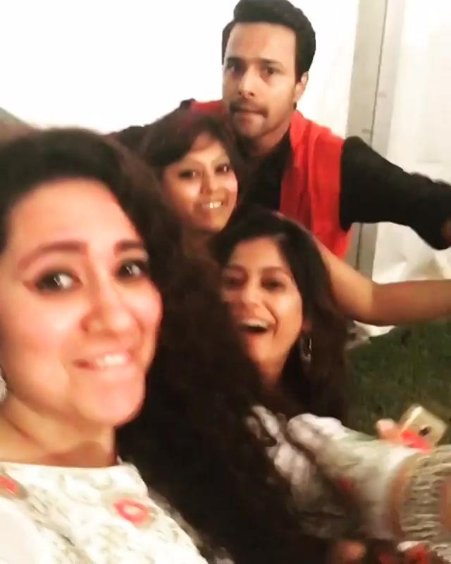 People !! Show some Love !! To Mirchi Love 104 FM ki voices ... Presentinggg Bollywood Ka Rogi - Yogesh Pareek Shreya's Love Cafe - RJ Shreya & Love Inspector Hemangi ???? #justpyarkiyeja