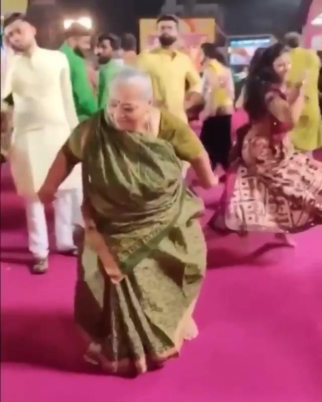 Wah Baa jordaar! This kinda granny I wanna be 🤘🏻🤪💜🤩