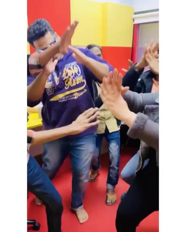 Chamma Chamma ! Karo apni gang ko tag ! If you all dance like us !